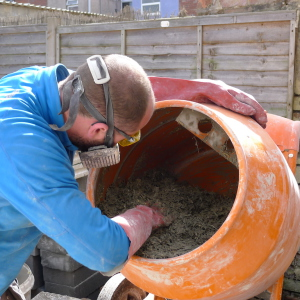 Mixing hempcrete in a drum mixer is more difficult, but it's possible if you don't need large quantities.